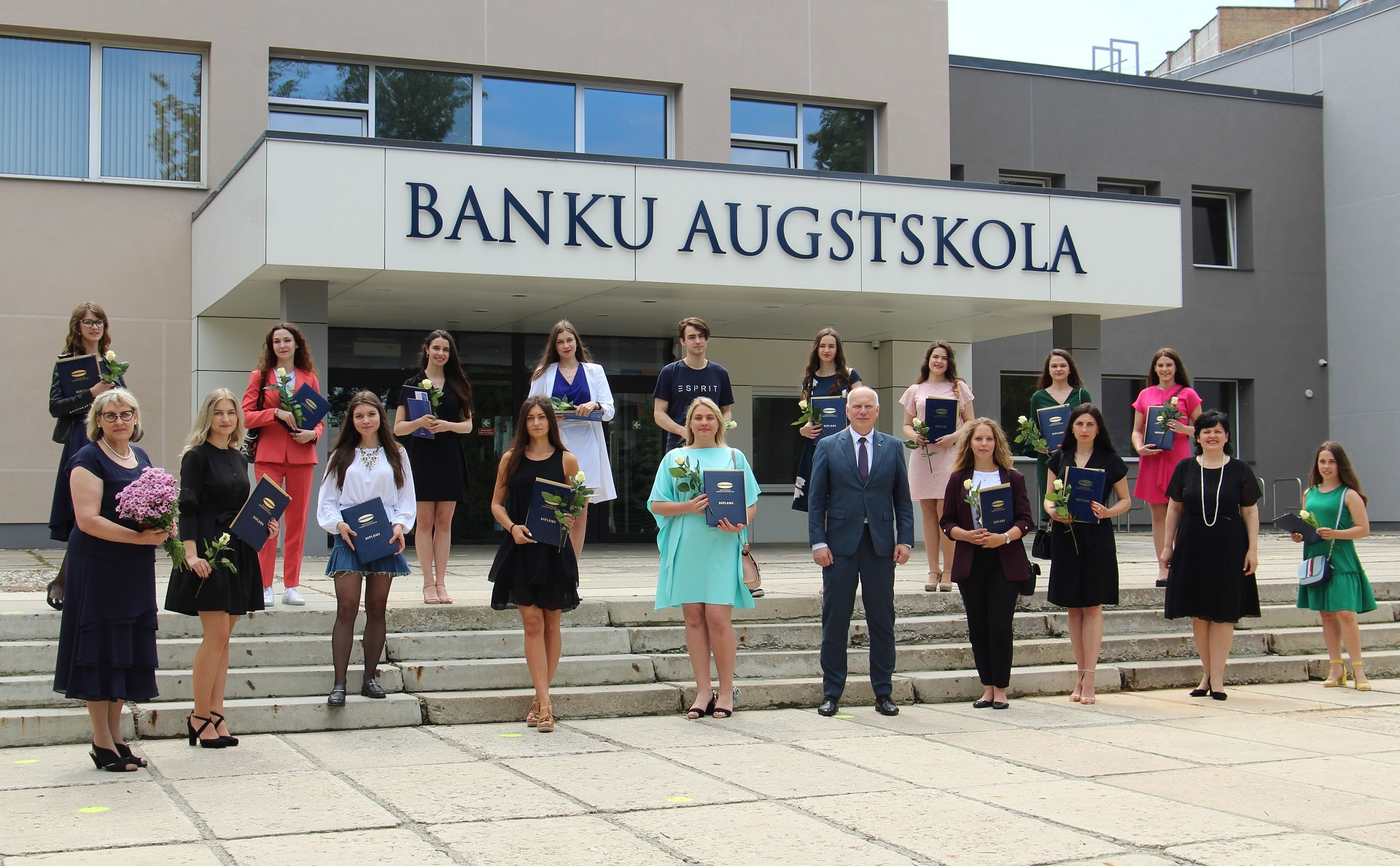 BA School of Business and Finance and our partners SBS Swiss Business School congratulates alumni of 2020!